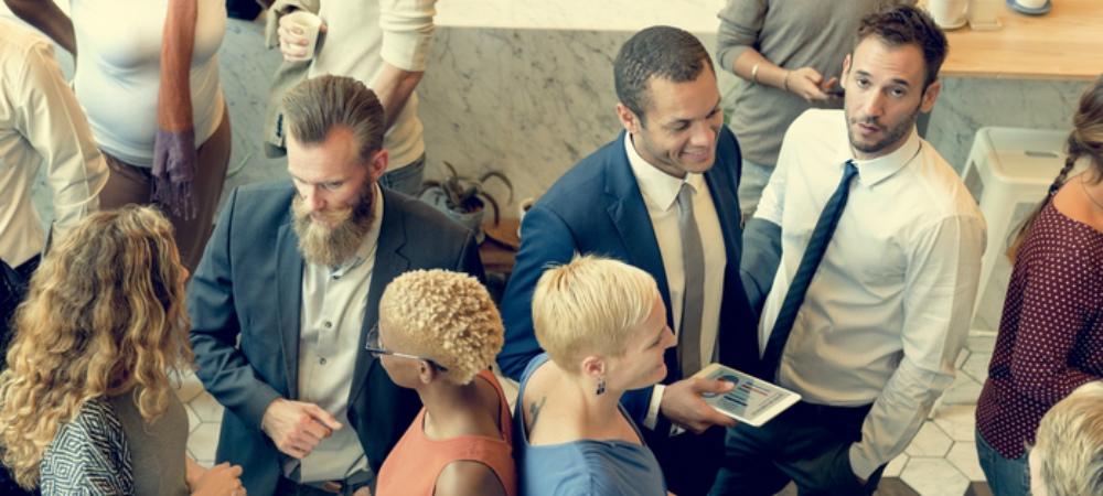 Business Netzwerk Veranstaltung Frauen und Männer vernetzen sich